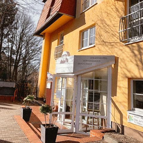 Strandhotel Vier Jahreszeiten - Eingang