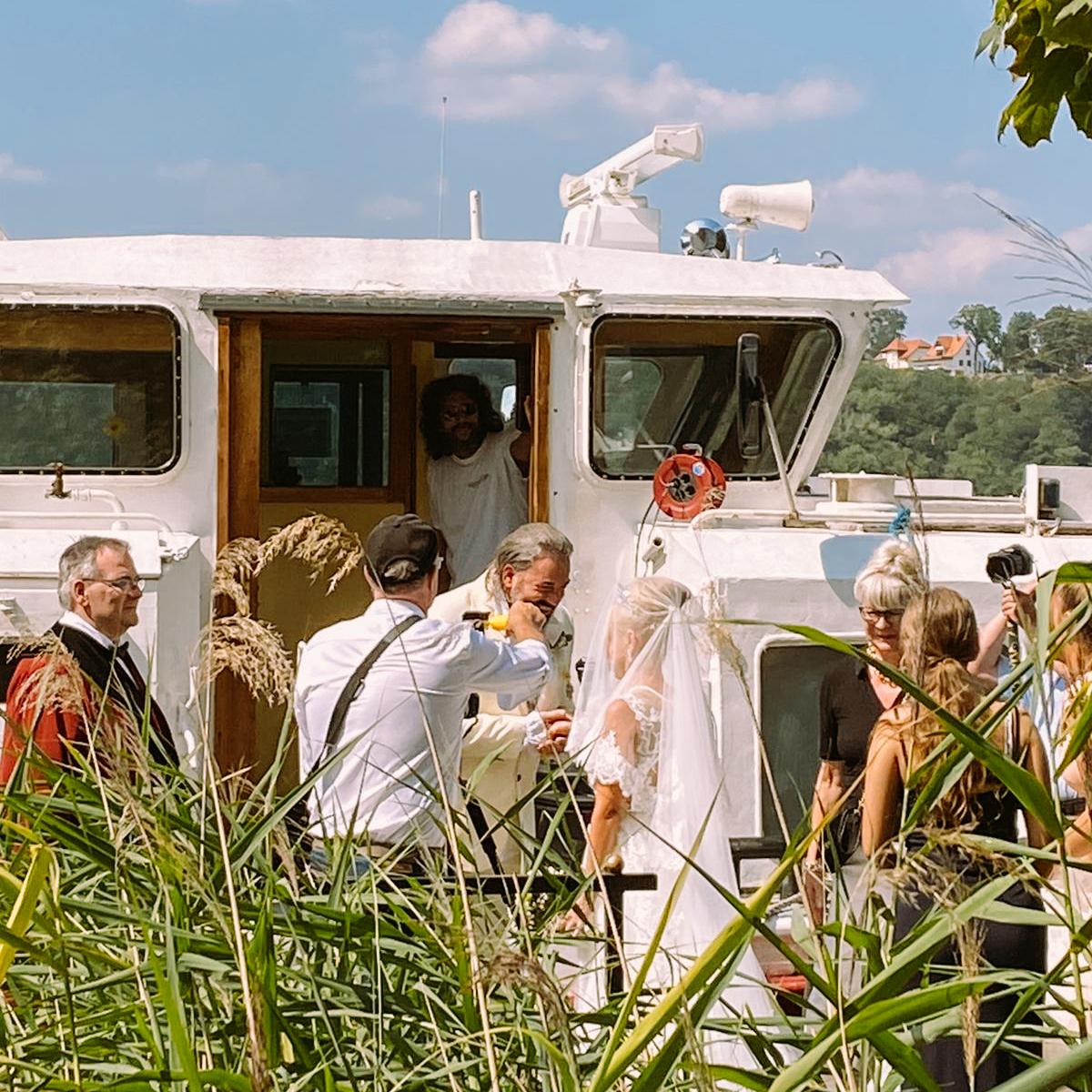 Strandhotel Vier Jahreszeiten - Hauseigener Dampfer bei Hochzeit